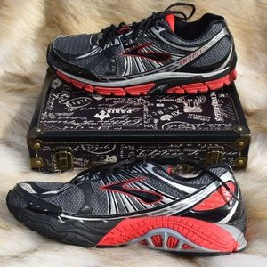 BROOKS Mens Beast Running Shoes Discontinued Sz 13